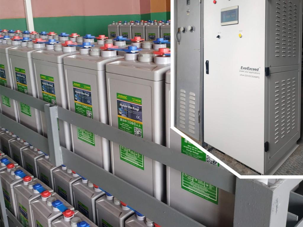 Установлено 2 промышленных зарядных устройства EverExceed uXcel 220VDC 50AMPS